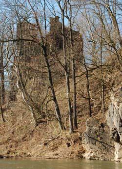 Blick auf die Ruine der Burg Kempe